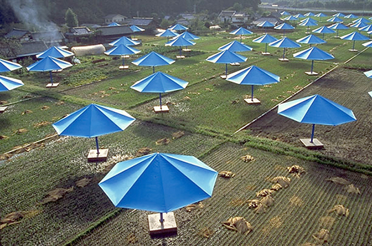 blue_umbrellas-cristo