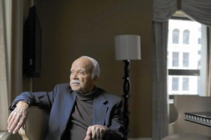 Renowned artist Eldzier Cortor poses for a portrait at the Palmer House on Feb. 21, 2015 in Chicago. (Armando L. Sanchez / Chicago Tribune)