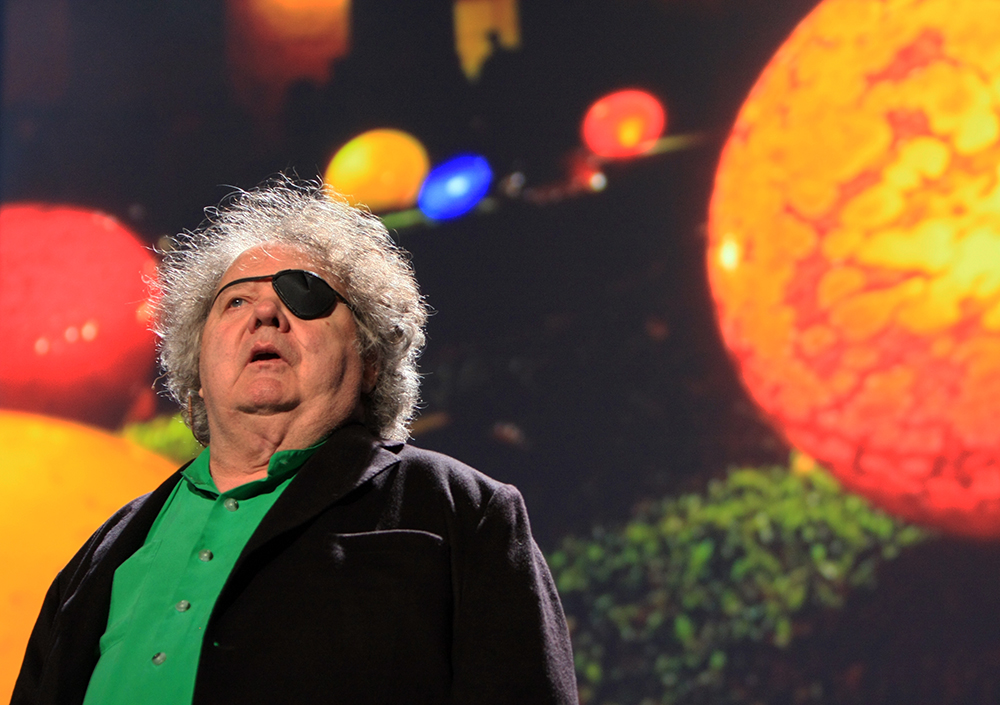 the artwork and inspiration of dale Dale chihuly: dale chihuly, american artist whose glass sculptures, often presented in dynamic public works, led to a renewed interest in that medium his works both echoed and extended glass's historical relationship with functionality.